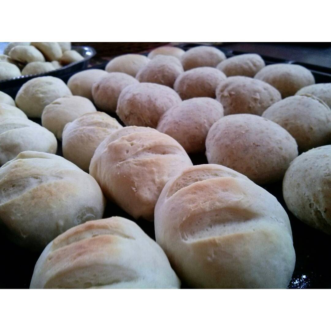 Levantarte temprano. Nubladísimo. Fresco. Vacaciones. A cocinarrr. #pan #pane #cooking #bread #bakedbread #bombasdequeso #holidays #NuevaAtlantis