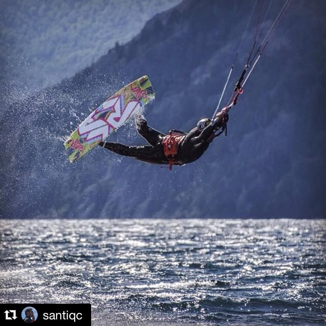 @santiqc patagonian rider! PH: #nouuei. Spot: @paradormeliquina #raley #patagonia #meliquina #kite #kitesurf #kiteboarding #varikites