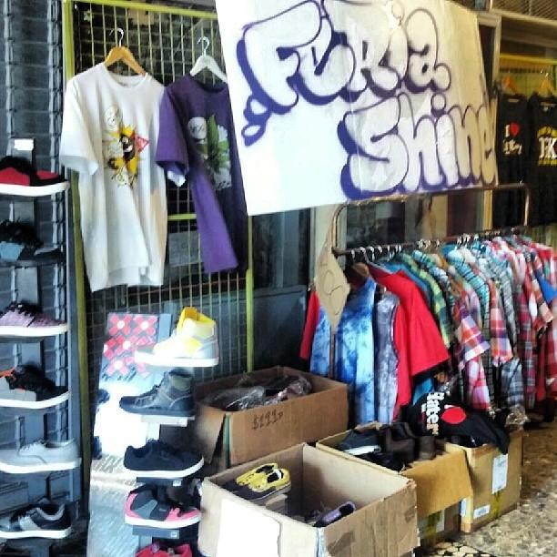FERIA!! en el pasillo de #galeriaplazaitalia y PROMOS increibles en los locales. zapas $250/500/900 remeras 200, camisas 400