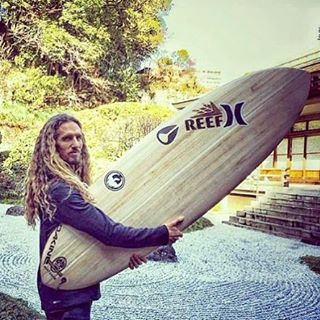 Stoked to see ambassador @rob_machado drawing smooth lines while either  #rockgardening ☯  or shaping his new Machado Creations #Creeper model for the #TimberTek construction, that features a Paulownia wood skin
