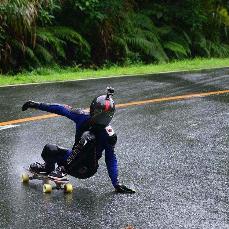 @noriyuki_tamura not afraid of the rain along the smooth curves competing at the Asian Sampaloc Downhill Competition in Quezon Province, Philippines #ASDC2016 #OwenLicop photo. Check @skateslate for the recent event report! Or if you can read Japanese...