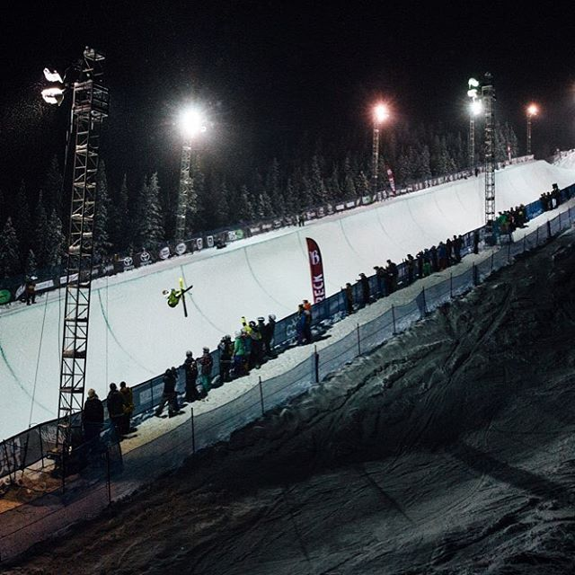 A look back at @dewtour with @mrdavidwise taking the night away #shapingskiing   photo: @baldwinch