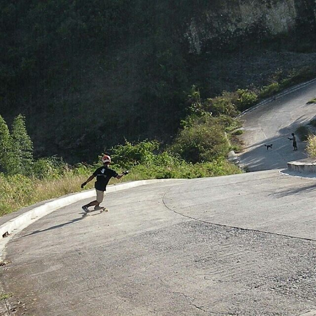Concrete surfing with @rj_ancot_ #divinewheelco #divinewheels