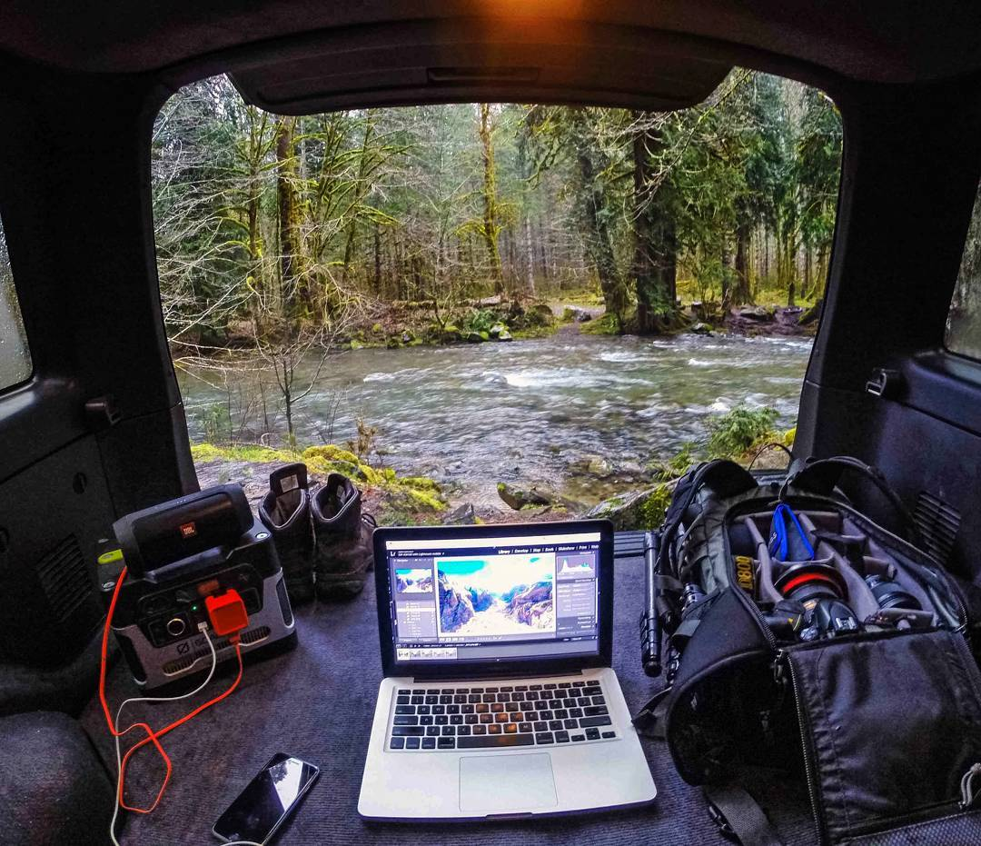 Thinking OUTSIDE the cubicle. #officeanywhere  Photo: @pnw_vic