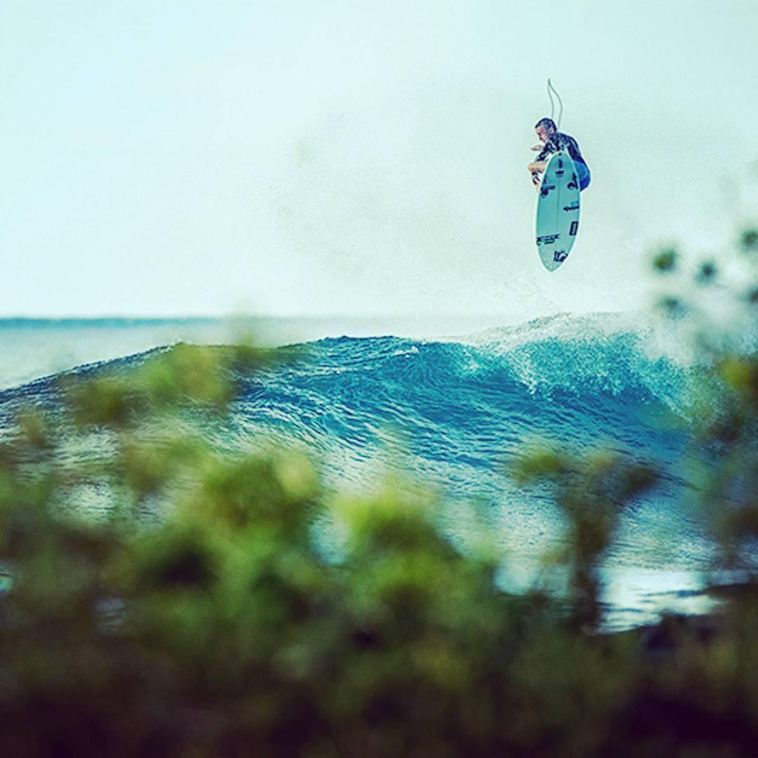 A donde te gustaría ir a surfear este mes? #galapagos el #bestbet de #febrero  #maetuanis #surf #surfing #islasgalapagos