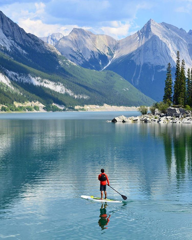 Whoa! @theexpeditioners & @expeditionersbella here taking over @sunskis account for the week! Looking forward to showing ya a little bit about where we take our rad shades-- beginning with this sublime spot to SUP in Jasper National...