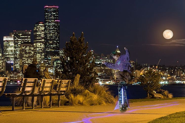 Devon Dotson (@devdot23) skating by moonlight through West Seattle tonight on the new Single Speed.