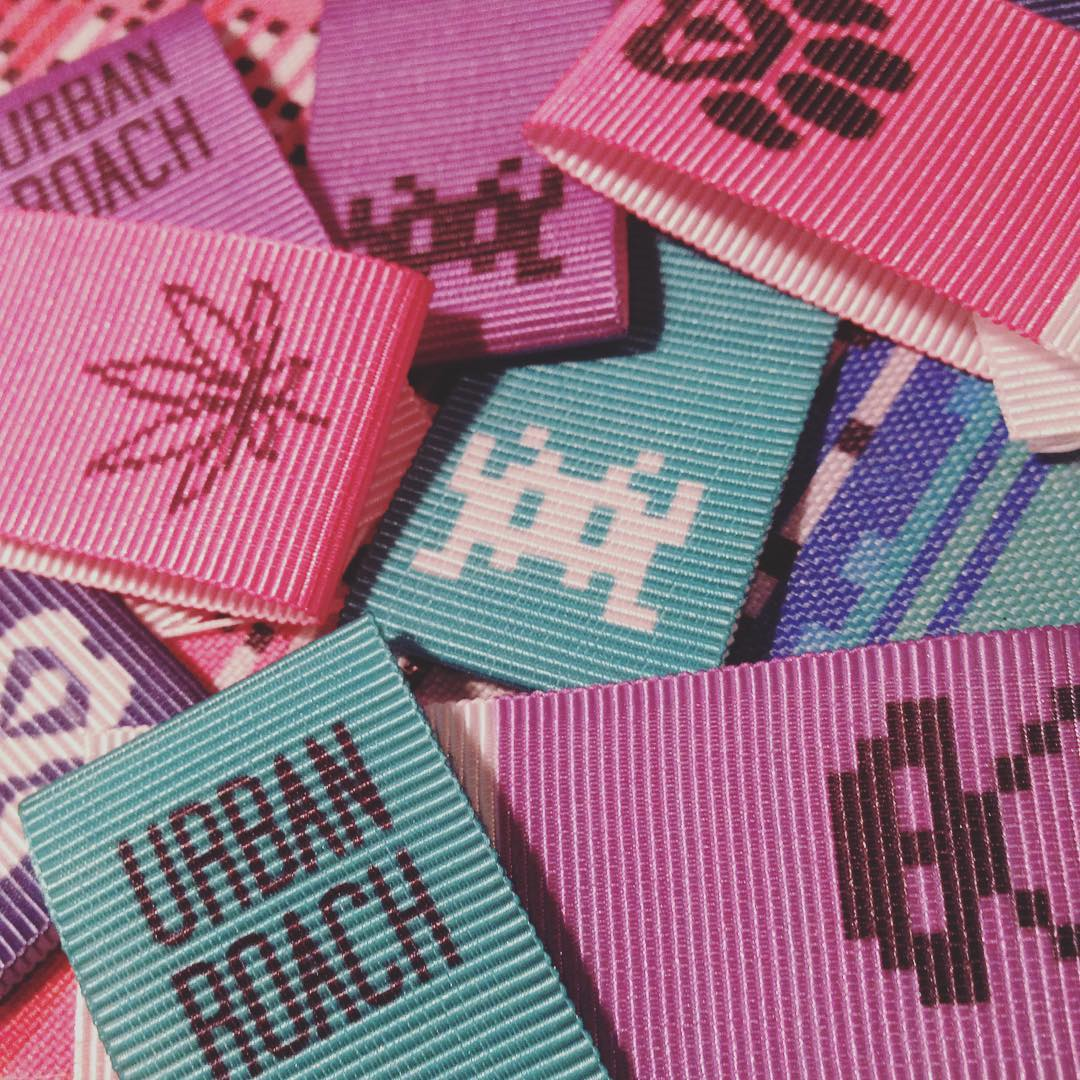 Etiquetas UR #colors #spaceinvader #pixel #pixelart #urbanroachfan #design #label #cannabis