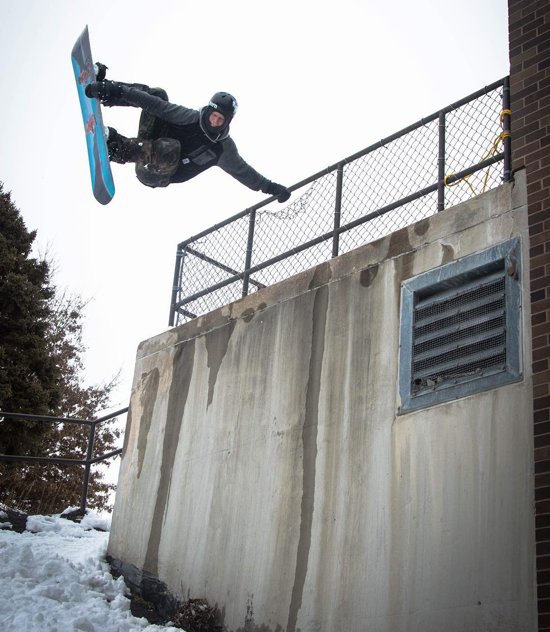 Minnesota shredder Casey Pflipsen aka @azizipflipsen hopping fences!