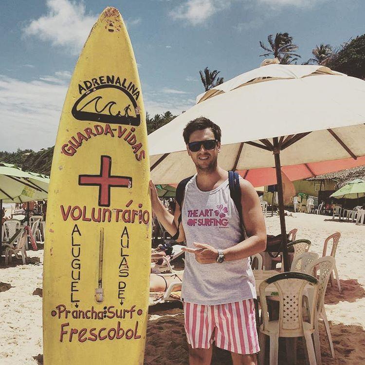 AlejandrItu con la muscu TAOS haciendo de las suyas en las praias de Brasil!  Entrá a http://bit.ly/1Mt5TKU y lleváte la tuya!  25%OFF & ENVÍO GRATIS!!! .:Conexión Natural:. #FRIENDS #TRIP #BEACH #SEA #SURF #LIFESTYLE #MUSCU #THEARTOFSURFING...
