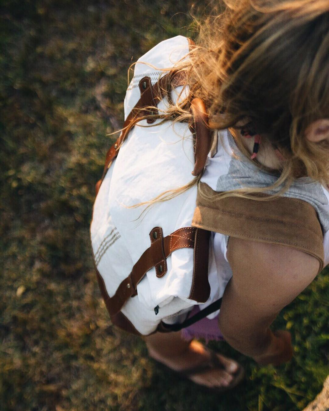 The golden hour.  Redwood Sailors: Mochila fabricada con velas de barco recicladas y cuero natural de curtido vegetal /// Backpack made with repurposed sails and vegetable tanned natural leather.  Shop