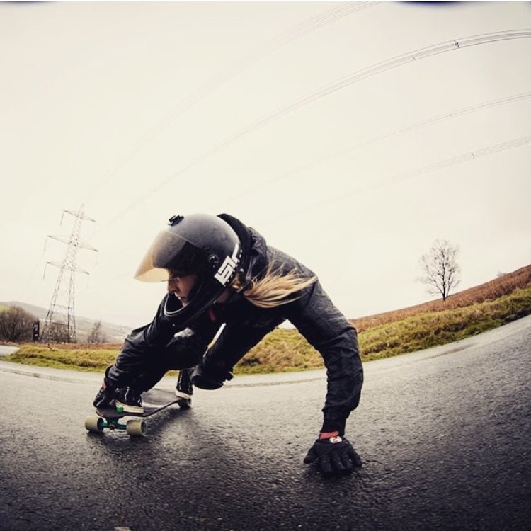 Good morning family! @longboard_girls_crew_uk rider @jennyschauerte knows what's up. Kai Menneken photo.  #longboardgirlscrew #womensupportingwomen #skatelikeagirl #lgcuk #jennyschauerte #lgc