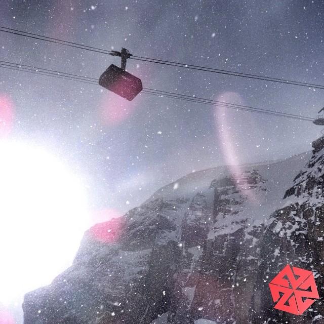 Spaceship to paradise. #jacksonhole #tram #snowboarding #avalon7 #thinkoutside www.a-v-7.com