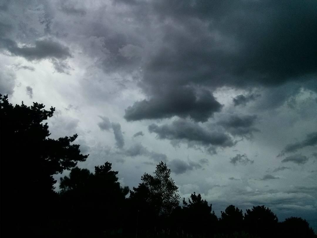 15:55 hs. #cielo #sky #nubes #clouds #blackandwhite #sevienelalluvia #nuevaatlantis