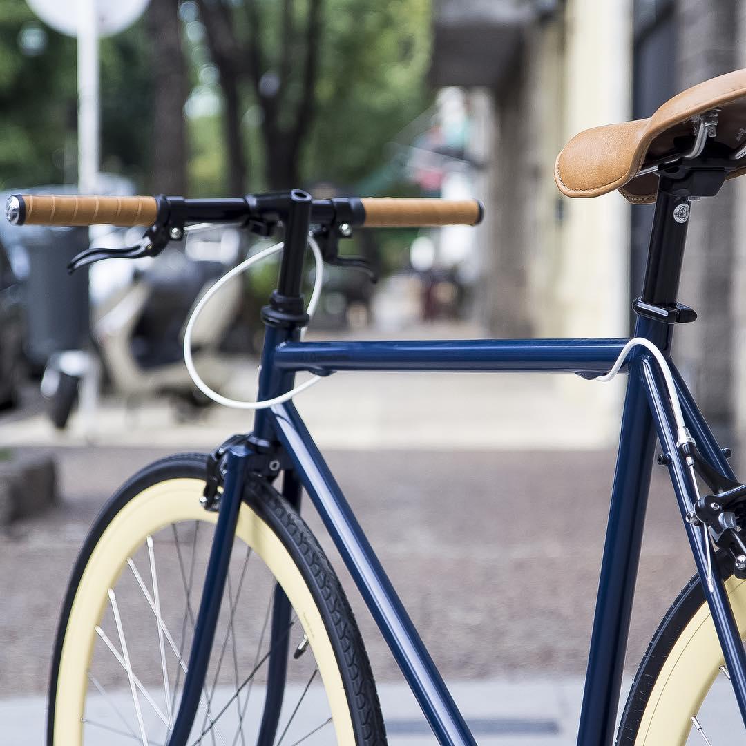 Max blue cream 54cm. Podes ver los precios en http://www.monochromebikes.com/comprar-13-max-blue-cream #monochromebikes