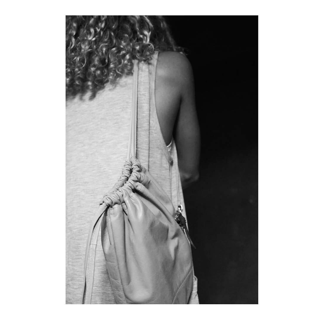 Simple y perfecta, nuestra mochila Lirio! Para llevar sólo eso que necesitas