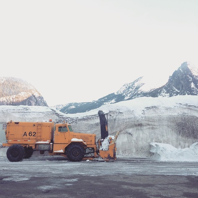 Good morning Washington ☀️ You know your in the Northwest when the snowbanks are taller than the snow removal trucks themselves!! 〰