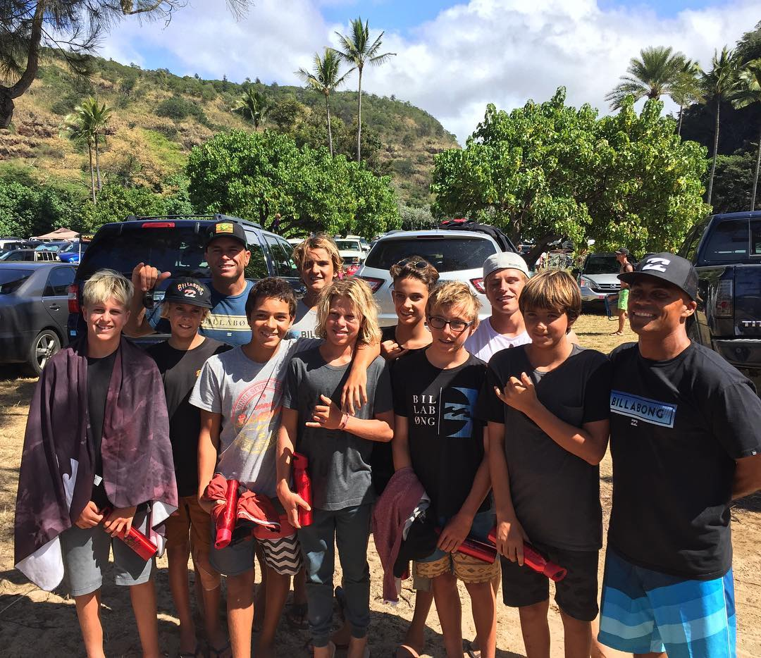 Today was a day that these guys will never forget. The U15 Bloodlines Hawaii Camp witnessed the Eddie from the 50-yard line. Congrats to @shanedorian, @gerglong and winner @john_john_florence for putting on a spectacular show. #BillabongBloodlines...