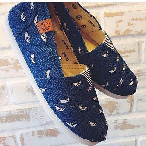 ⛵haciendo tus días más livianos #perkyshoes te trae unas suelas super flexible con increíbles diseños  #alpargatas #shoes #waves #travel #surf #flex #lifestyle #blueshoes #style #lookmarine #marin #marina #barco #navegar #viajar #misperky #perkyxahi