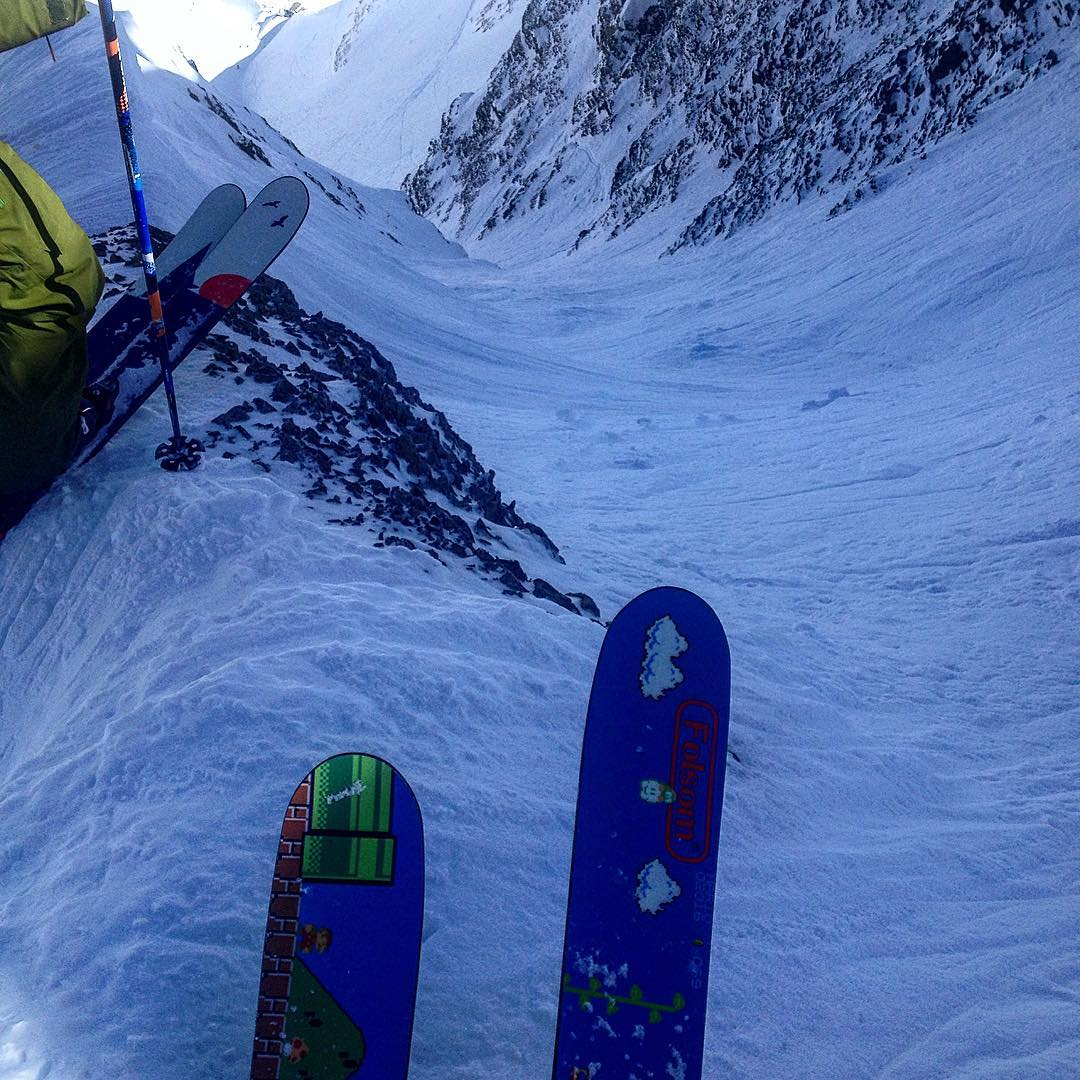 Skiing down the #thebigcouloir @bigskyresort certainly did not suck on our new 194cm Rapture. #powderweek @powdermagazine
