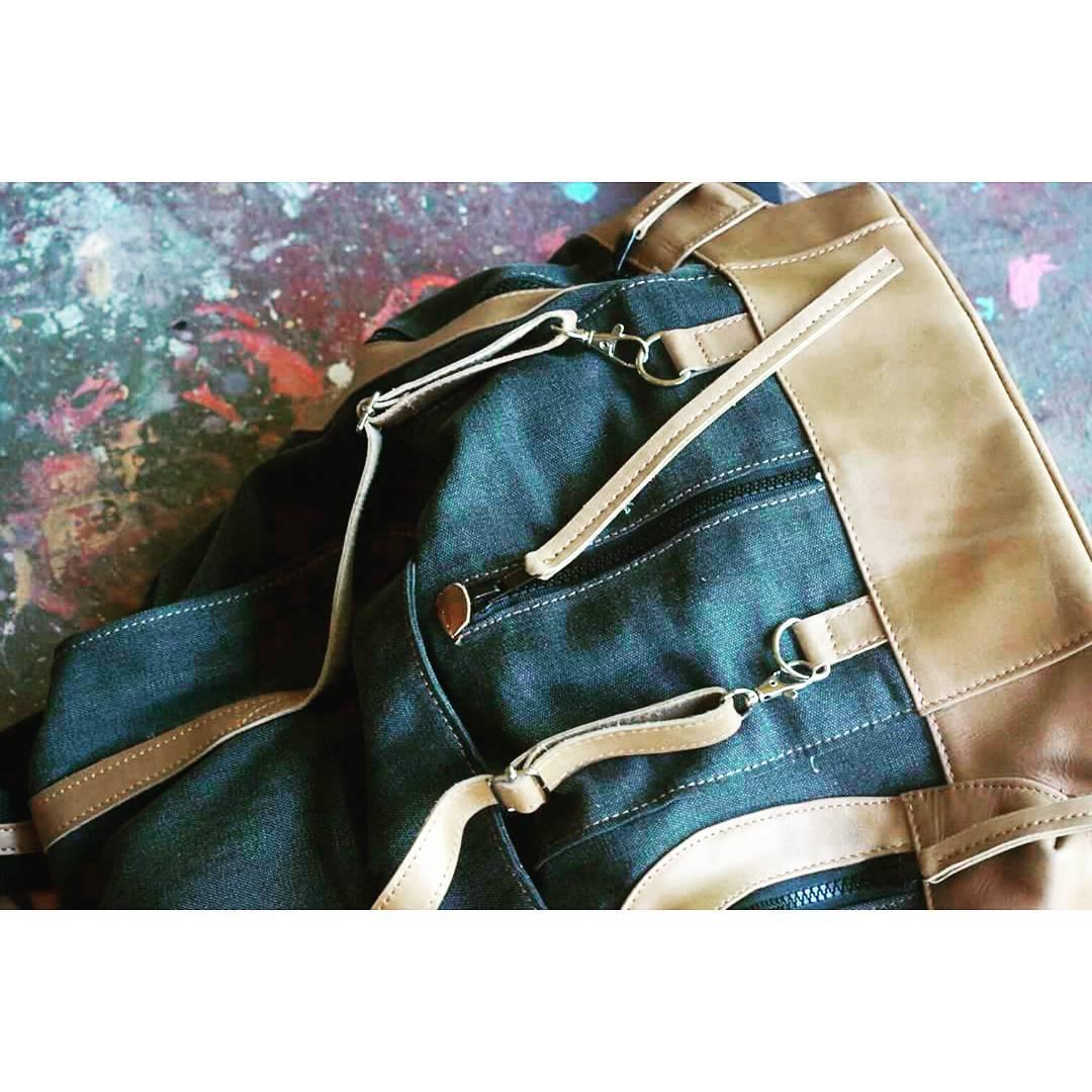 Uno de nuestros CANVAS ORIGINALS, mochila Junco para todos los días!  #canvasbackpack #mambobackpacks #allyoucancarry #backpacksdesign