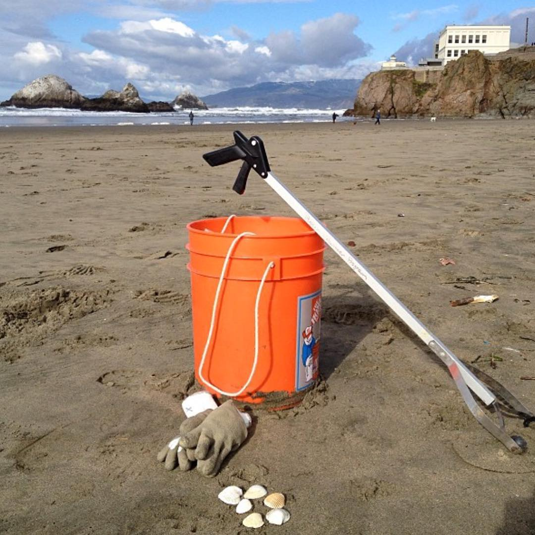 Visit Ocean Beach this morning for a Beach Clean Up from 10-12noon at Stairwell 17. You're brunch will taste better. #protectandenjoy #volunteer #OBSF You might find some shells too