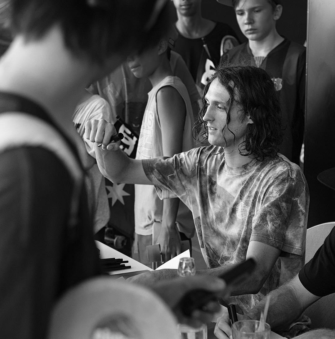 Thanks to everyone who came out yesterday on the Gold Coast!  @starheadbody signing some autographs for the fans. Photo: @blabacphoto #EvanSmith #DCShoes
