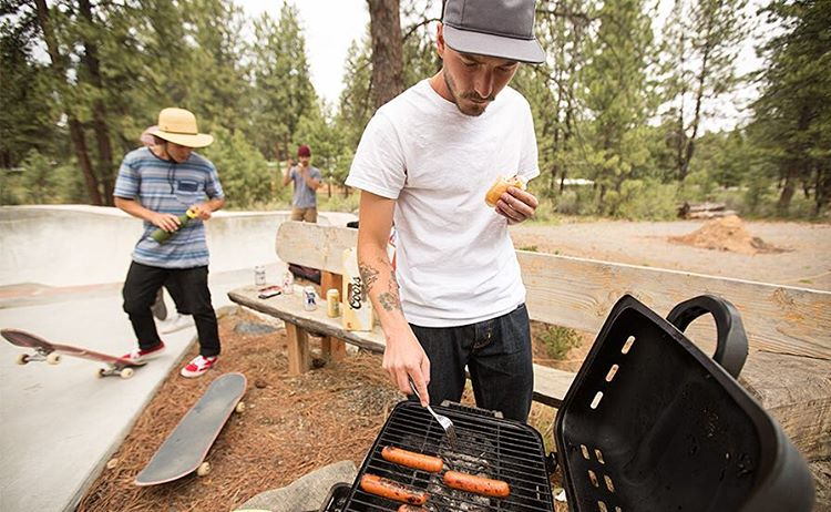 Hoping your weekend was all natural and full of substance, much like the hot dogs @calezima is grilling up.