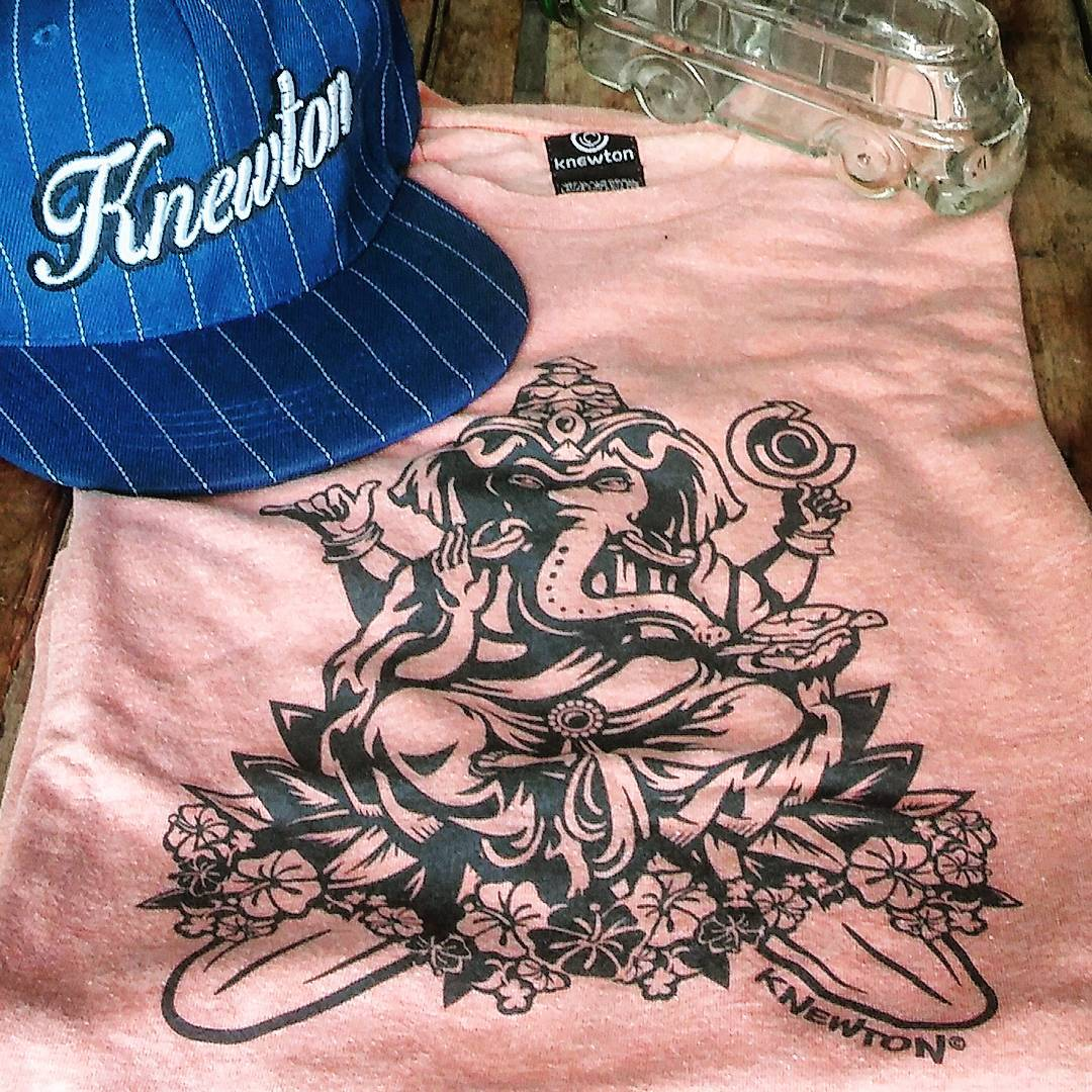 Eu! Voce! Todavía no tenés tu Crazy Ganesh!? Entrá a http://bit.ly/1Mt5TKU y dale gaaas! 25%OFF & ENVÍO GRATIS! .:Conexión Natural:. #FRIENDS #TRIP #BEACH #SEA #SURF #GANESH #LIFESTYLE #TEES #THEARTOFSURFING #TRANKASTYLE #CONEXIÓNNATURAL #KNEWTON