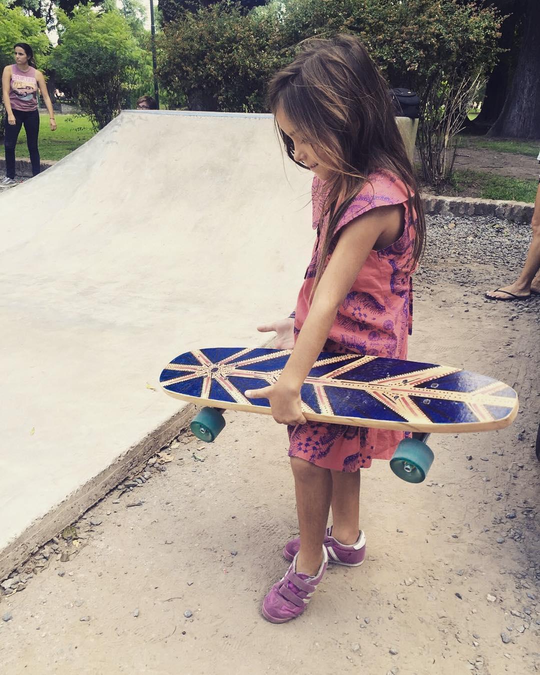 Ese power que llevas dentro. GRACIAS @carolaetche #deslizate #skate #kids