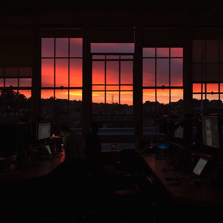 Decent sunset over here in the #Dogpatch. Taken from the Peak Design office by @cowboyhippie, our new graphic designer slash singer slash songwriter slash photographer slash pun enthusiast.  #sunset #sanfrancisco #peakdesign #twinpeaks #sutrotower...