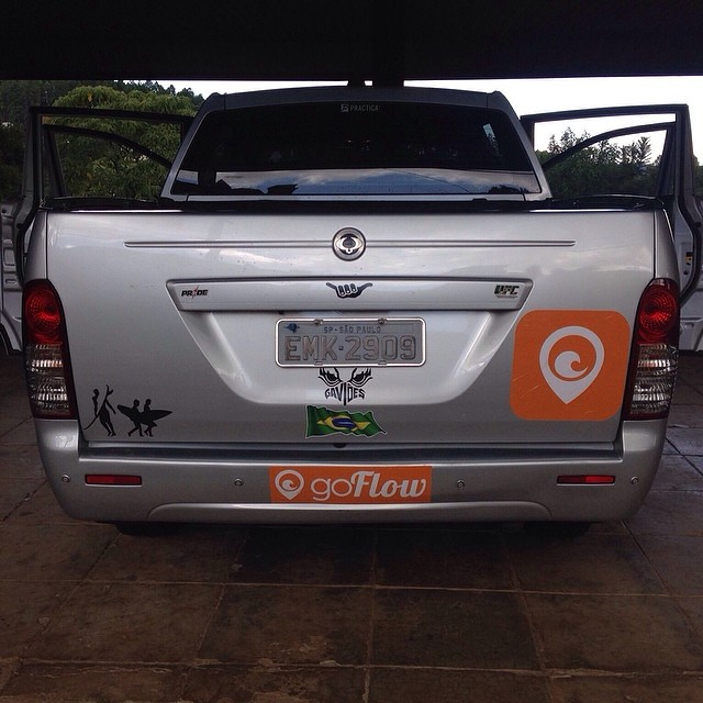Photo of the day: By goFlow new ambassador in Brazil - Johnny Tralli . So cool of him to get his car covered with goFlow stickers! This is legit! Super honored to have him part of our global ambassadors team. — at Praia De Prumirim #goflow #surf...