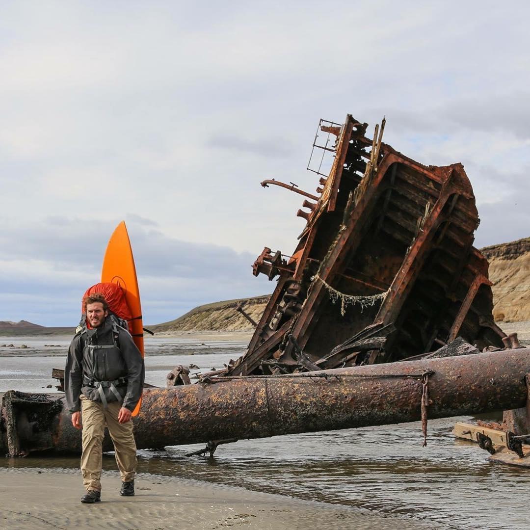En la costa Norte de Península Mitre pasamos por los restos del Naufragio del Duchess of Albany que data del año 1893. #conservemos #peninsulamitre #tierradelfuego @patagonia @patagonia.arg
