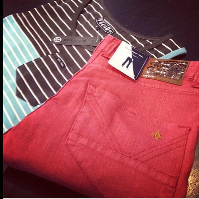 Busca tu #volcombrandjean en @lionrootsnecochea !!!! #volcomretailstore #store #ss14 #bvj