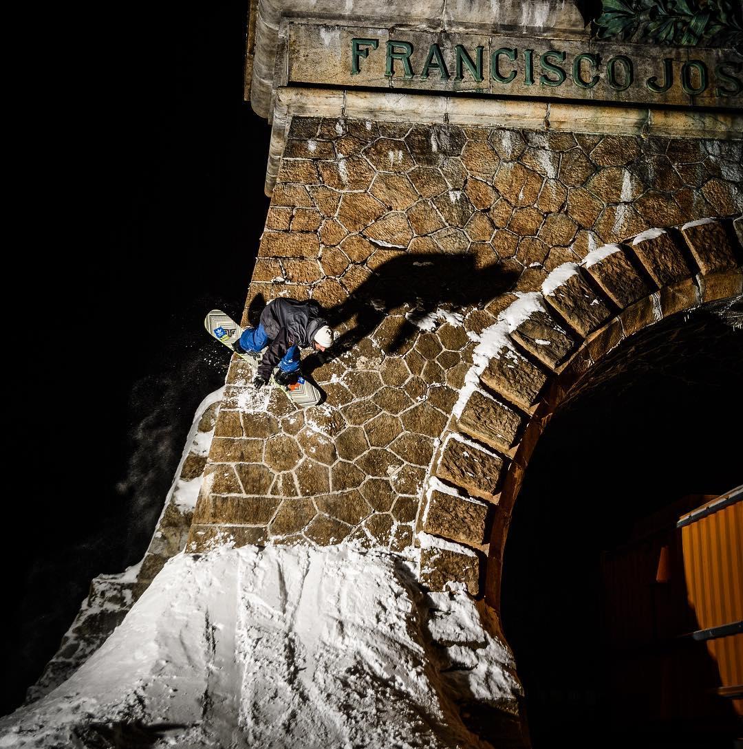 #wallride #kaiserfranz #snowboard #austria @wolf_wieser_fotoworkx #stonewall #urbanriders #relentless #thrivesnowboards #thriveteam #snowboardingaroundtheworld