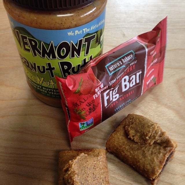 This could possibly be the best breakfast combo in the morning, the Peanut Butter and Jelly Fig Bar | @naturesbakery @vtpeanutbutterco