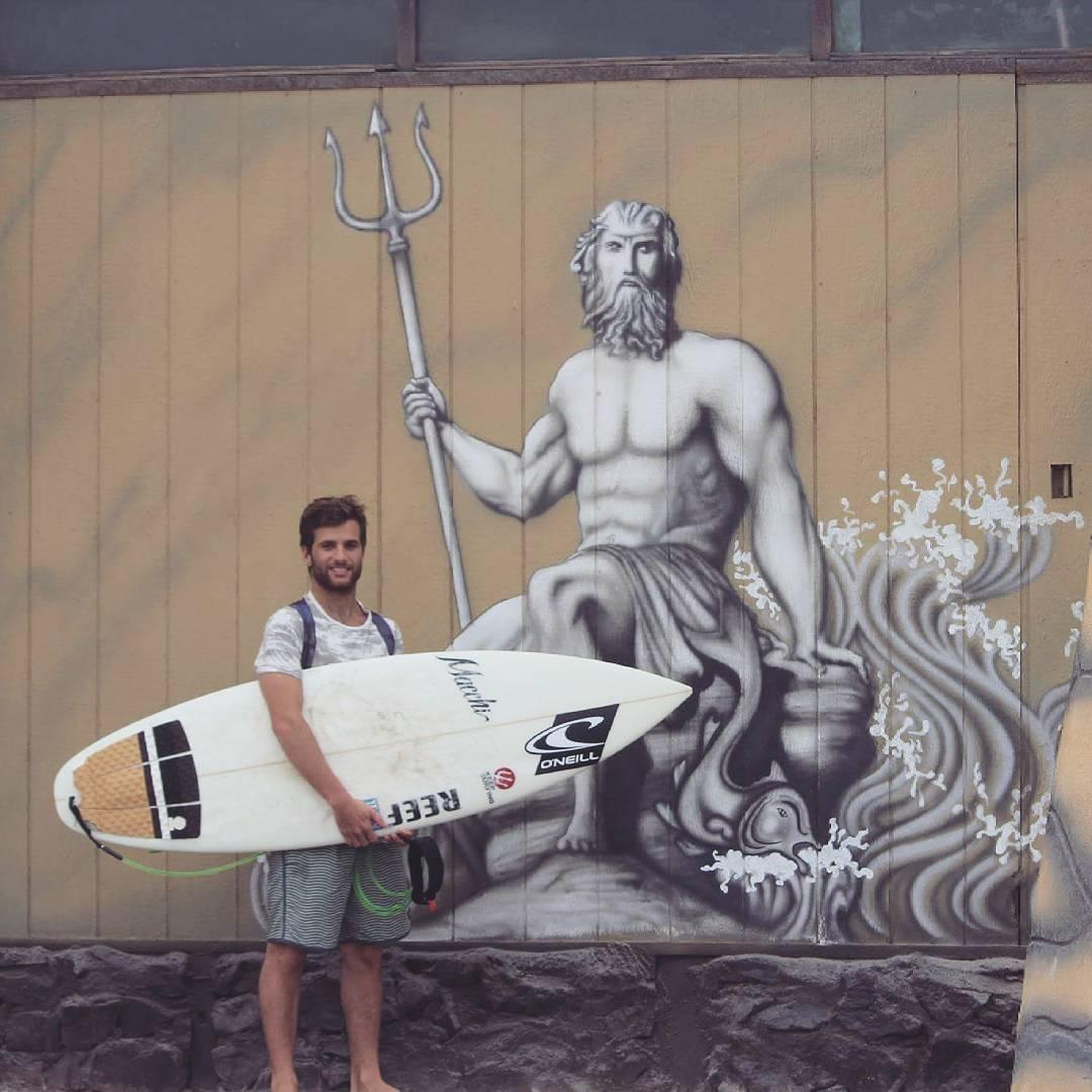 @juanarca1 en Arica junto a la inspiración de Keep Surfing,  #neptuno rey de los mares.