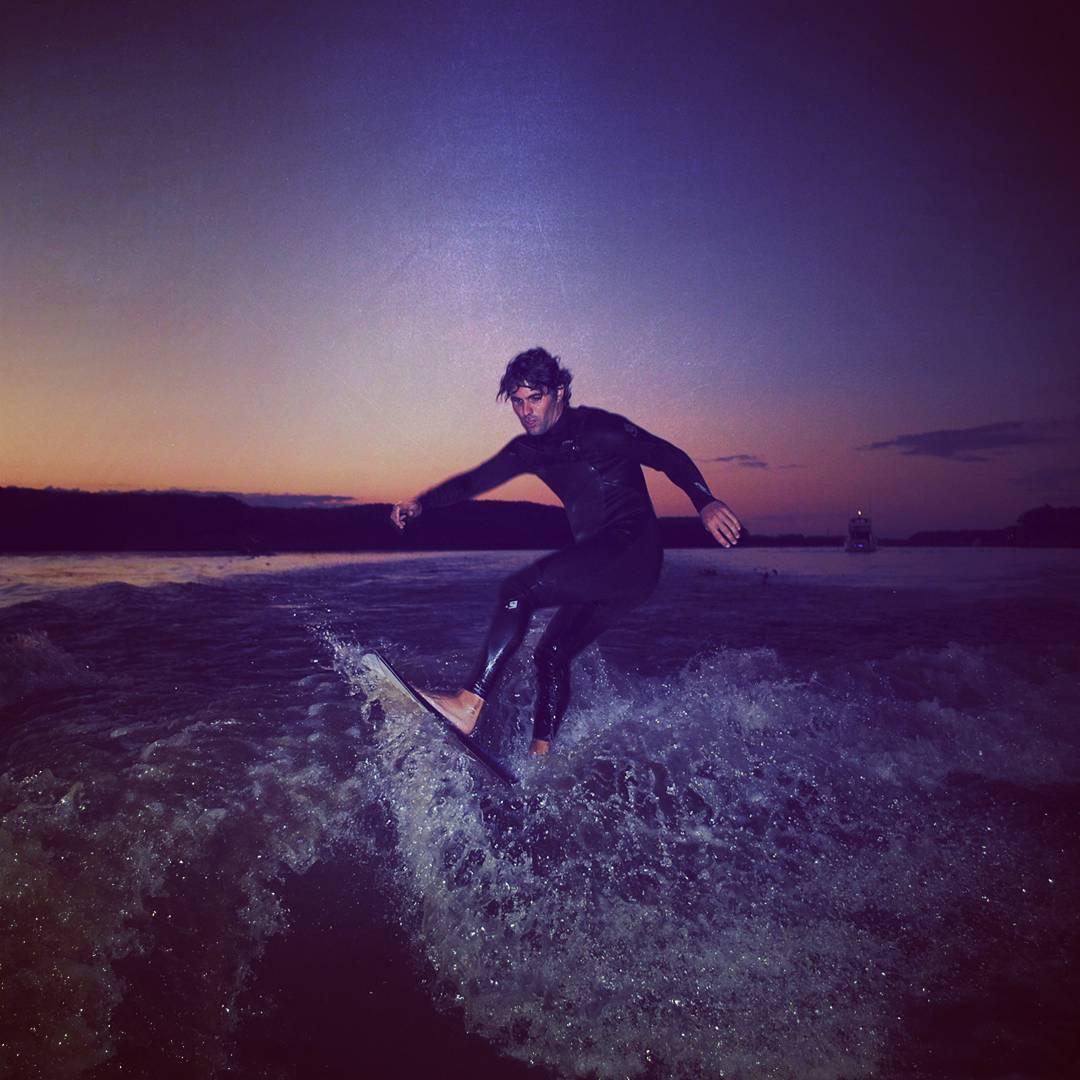 Surfeando la Ola ETERNA!! #maetuanis #surf #surfing #wake #wakesurfing #river