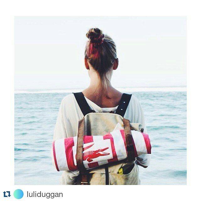 #repost @luliduggan / Nos cruzamos con esta foto de una de las primeras mochilas Mambo. Así es envejecer con estilo. AGED WITH STYLE / Oldie and goodie.  #aged #oldie #style #backpack