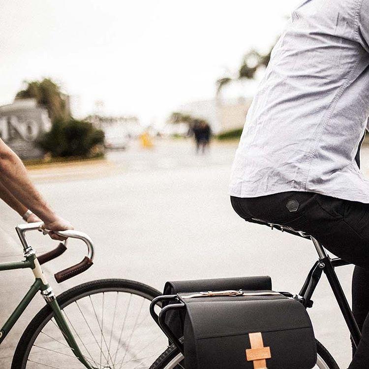 Pantalones para ciclistas.  Alforjas para llevar todo lo que quieras.  #primavera