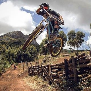 "#TBT Trail bike hucking with Justin Novella! ""Throwback to end of last year at @helderbergtrails, amped to head back there to check out all the new lines they have built! Photo - @grant_mclachlan"" #Repost #SixSixOne #661Protection #ProtectFun cc...."