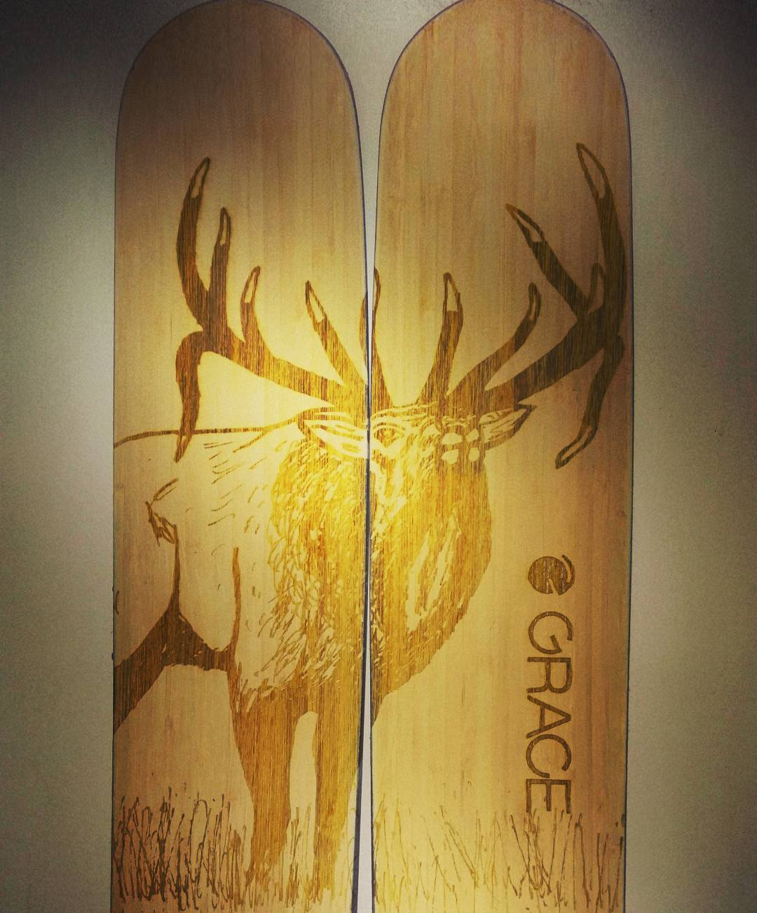 #instantcustom graphics are looking sweet! These actually blank skis we used our patent pending #afterburn inventory process to add a graphic to after they had been skied a few days. One of our artists in this case @huntfishski can draw something...
