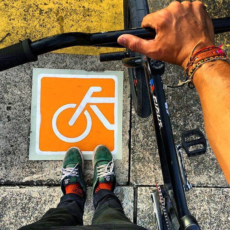 Presta atención! El camino esta lleno de señales ⚠ | @brianboghosian #bmxlife