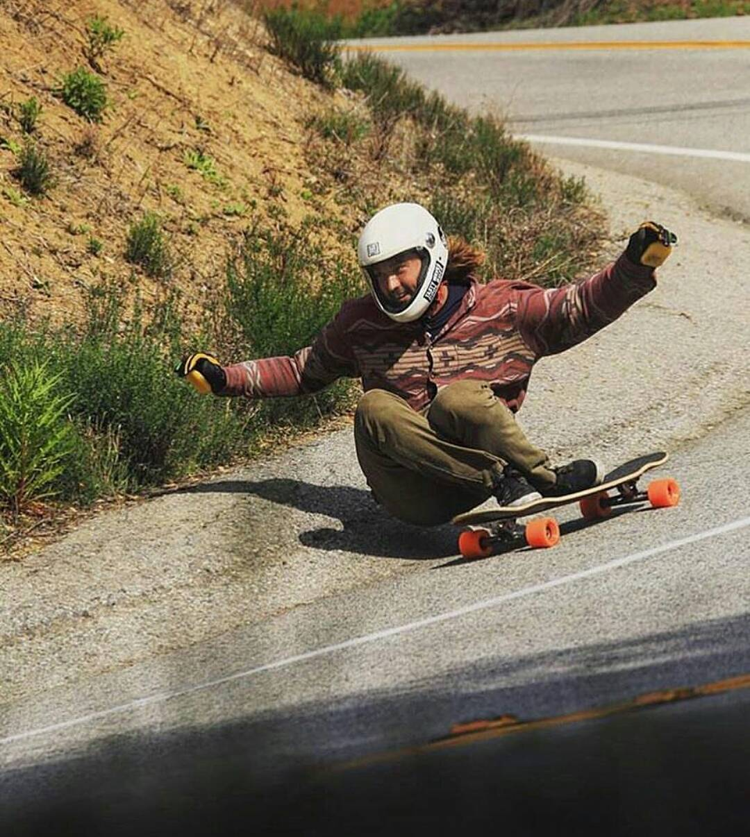 #LoadedAmbassador @danewebber teasing the ground with the booty as he swoops a heavy right turn on his #LoadedBoards #Tesseract  Photo: @dusty_ham