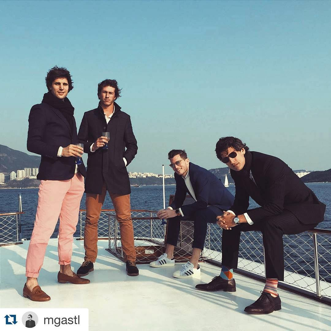 Facha x4 y onda x1000 en las #Medias cancheras de Nico (sentado a la derecha) #UsáSuarez ・・・ @nicobolzico showcasing the next socks trend