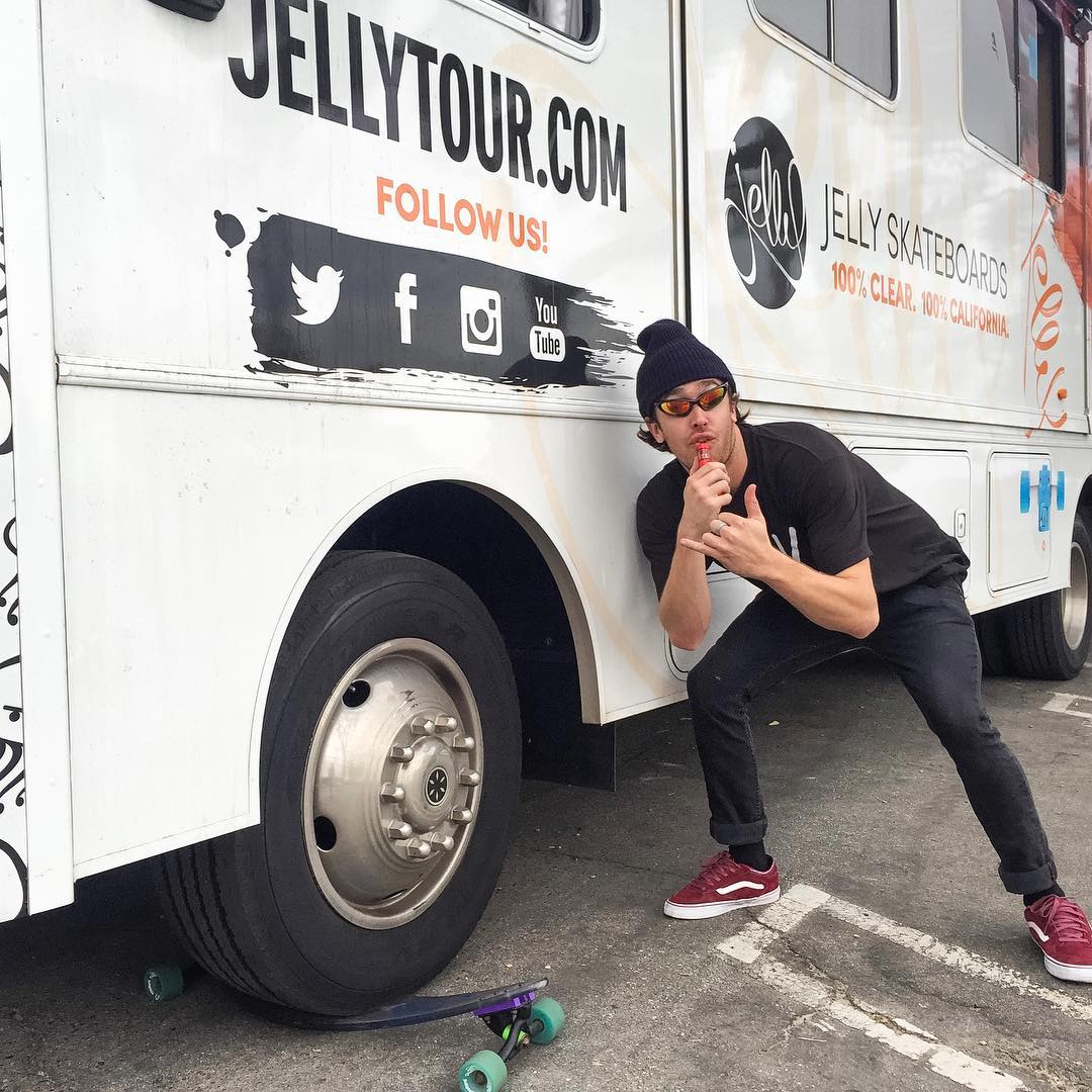 YEWW sup! This is our dawgie @robbieblumpkin testing the flex of his Jelly board. check out his account to see how it did, yeeew. #laterdawgies #vapeyalater #robbiedawgie #jellydawgie #swampdonkromp #spinnies