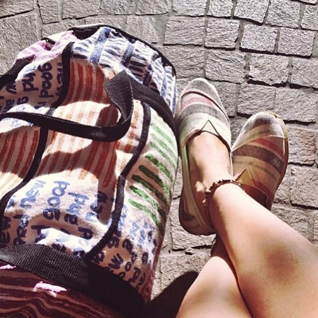 It's Friday and we are travelers!!! Let's go somewhere else. Ph by @antonina_zavarzina #paezshoes #paezselfie #traveler