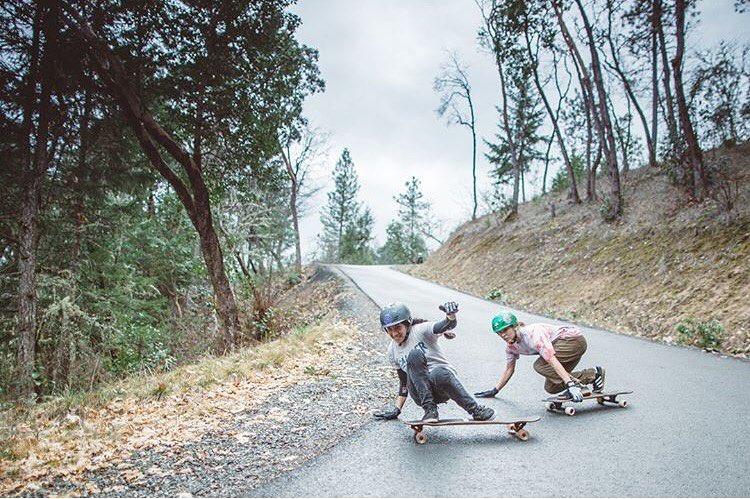 @carmen_sutra & @fillbackside in Oregon shot by @skatography ⚡️ #longboardgirlscrew #womensupportingwomen #skatelikeagirl #skatography #carmensutra #aliciafillback #lgc #powercouple