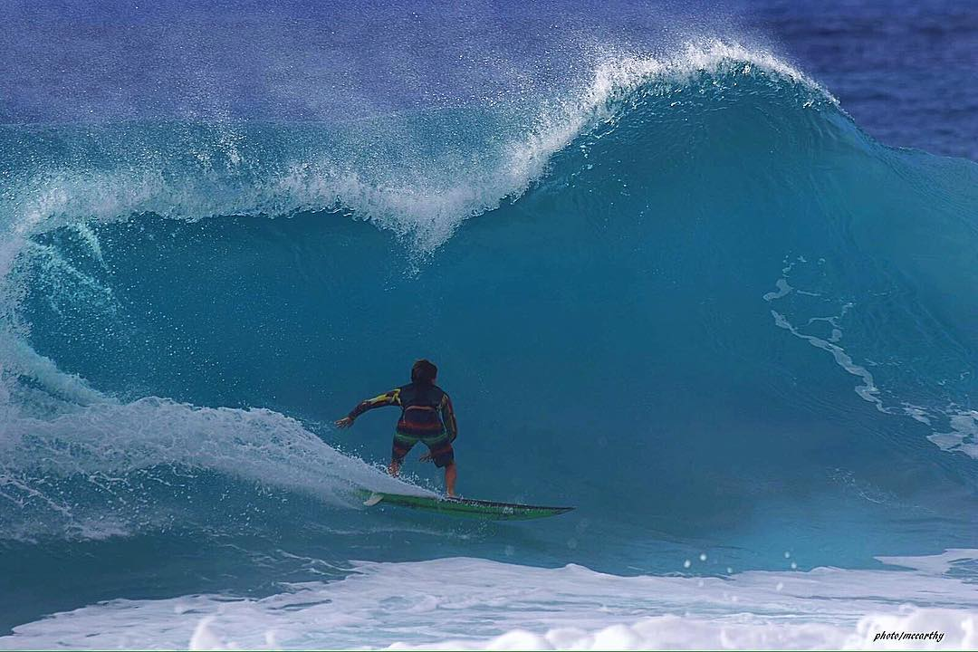 @quentin_turko slipping under a warbler at Pipeline.