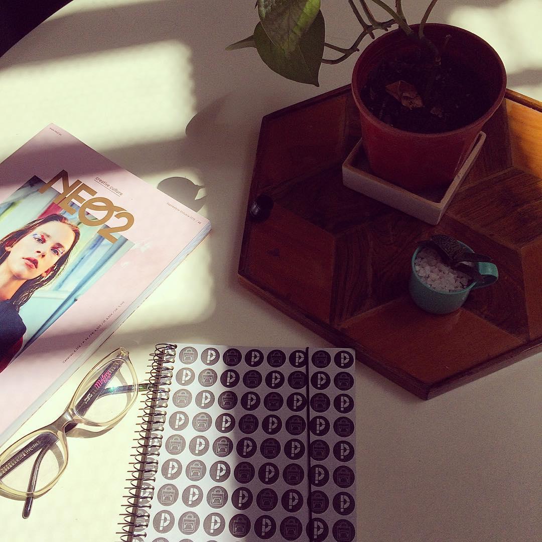 #domingo #lecturasalsol #Neo2 @neo2_magazine #Pitimini @infiniteyewear :)